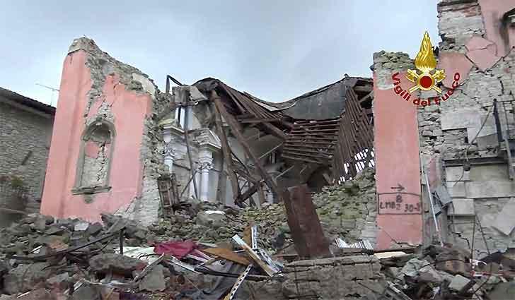 Terremoto 6.5, paura anche a Roma ad amatrice crolla quello che resta del Palazzo Rosso